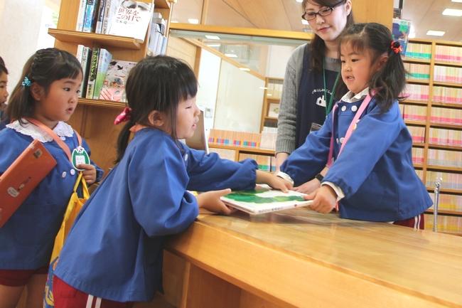 伊万里市/子ども図書館員を任命